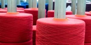 große rote Garnrollen © Schöller Wolle